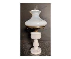 Fehér asztali petróleumlámpa