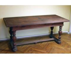 Tölgyfa asztal esztergált lábakkal