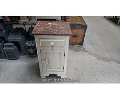 Fehérre antikolt márványlapos éjjeli szekrény
