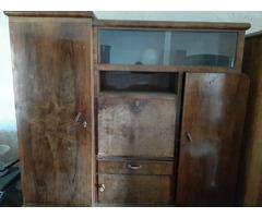 Régi tömör fa szekrény