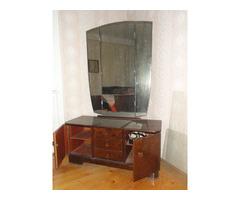 Ágykeret hálószoba bútorral és tükrős szekrénnyel