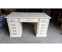 Fehérre antikolt 11 fiókos íróasztal