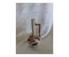 Antik porcelán váza ,alján jelzett 09 jelzéssel.  Finom porcelán,kézzel festett