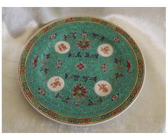Régi kínai porcelán jelzett tányér dúsan díszített motívummal