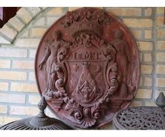 Pécs címere cserépből