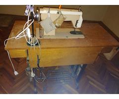 Javításra szoruló, lábbal hajtható Lucznik 414 varrógép eladó