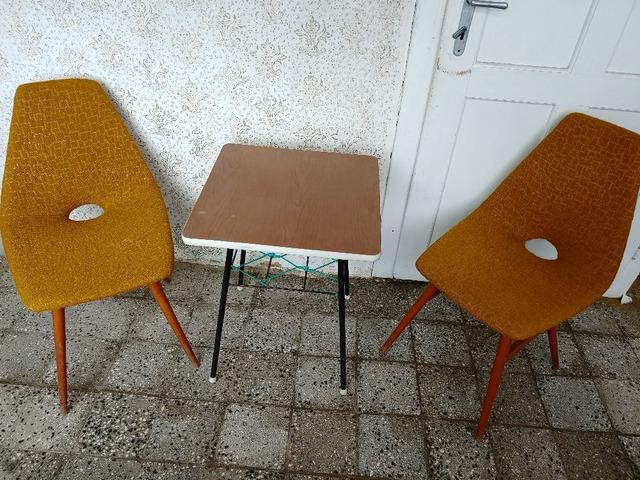 https://www.vatera.hu/kis-asztal-hozza-tartozo-szekekkel-elado-3048491000.html