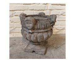 Figurális műkő váza