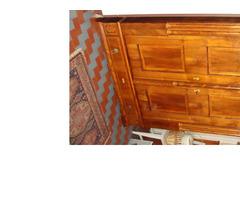 Intarziás Steidl bieder kétajtós ékes szekrény.