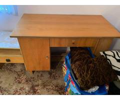 Éjjeli szekrény és íróasztal