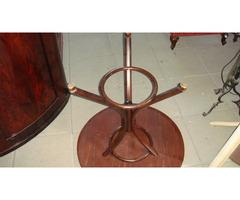Thonett kisméretű körasztal.