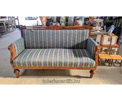 Biedermeier kanapé kék csíkos kárpittal