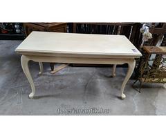 Fehérre antikolt neobarokk dohányzó asztal