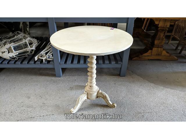 Különleges fehérre antikolt felnyitható lapú  kerek asztal